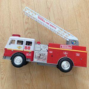 Boy's Tonka Fire Truck Car Toy Ladder Motorized